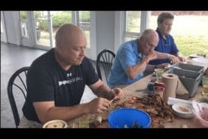 VIDEO: How Cal Ripken Jr. Picks Crabs