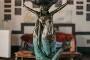 East Coast's 1st Mermaid Museum Open in Berlin, Md.