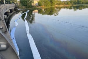 Cleanup of Oil Spill Continues off Elizabeth River