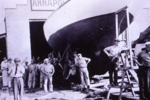 Former NFL Player Awards Grant to Annapolis Maritime Museum